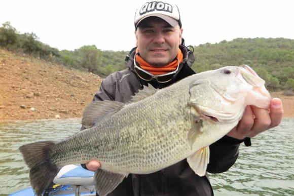 """""""Cómo capturar big bass en tu territorio"""""""